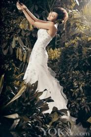 A Duo в Wedding Dress