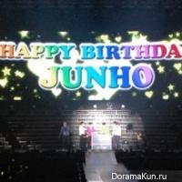 2PM празднуют день рождения Чунхо на концерте в Нагое