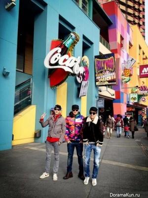 Минджун, Никкун и Уён из 2PM весело провели время в парке аттракционов