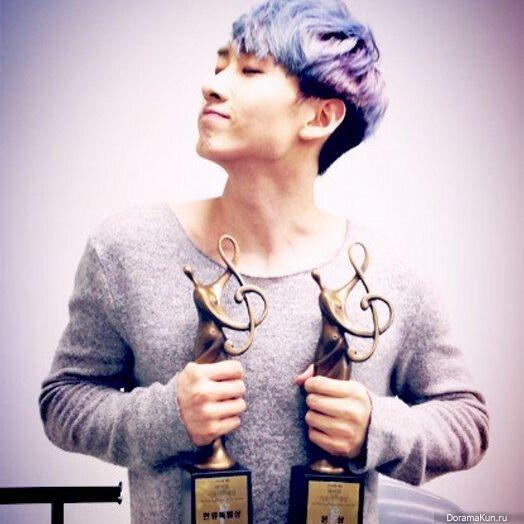 ЫнХек из Super Junior благодарит фанатов за трофеи полученные на ...