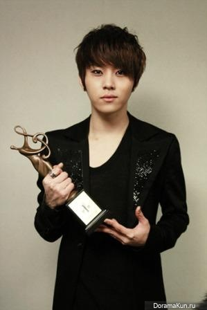 Ён Чун Хён / Yong Jun Hyung [Биография] - Актеры и актрисы