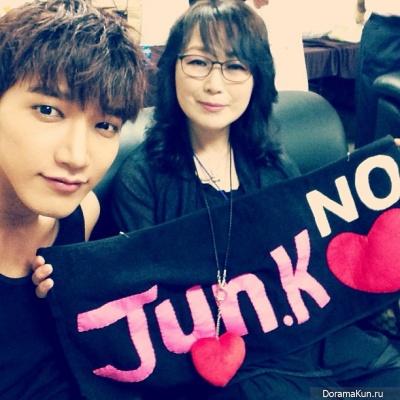 Jun.K и мама