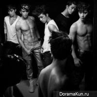 2PM производят впечатление своим выступлением с A.D.T.O.Y