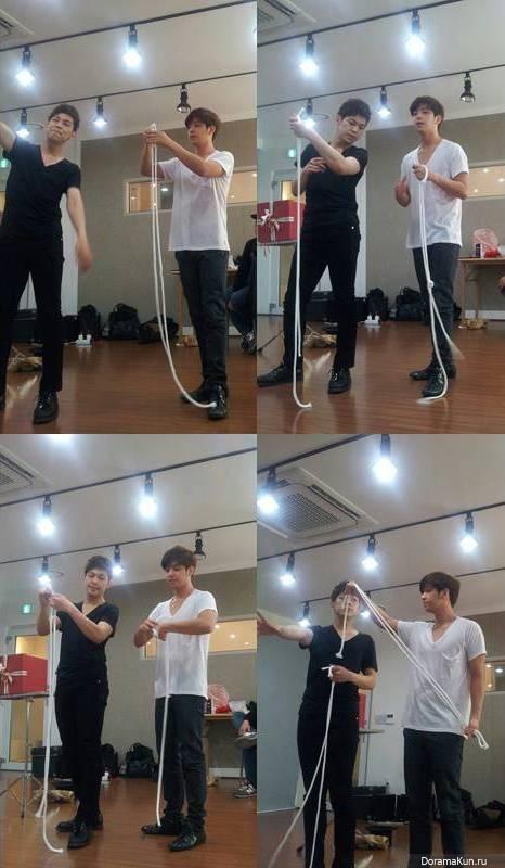 Ким Ки Бом изучает магические трюки