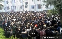 На свидание к китайской студентке пришли несколько тысяч парней