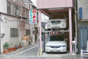Двухъярусная парковка у дома