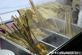 Закусочная на колесах для Ким Хëн Джуна от поклонников