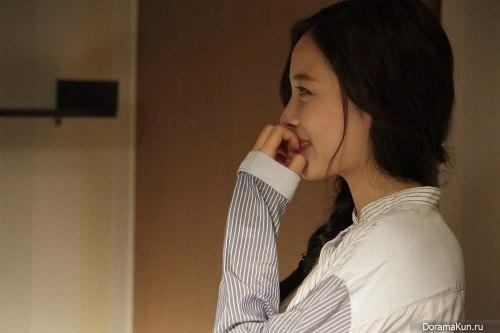 Юн Чжини привлекает внимание зрителей