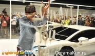 G-Dragon продемонстрировал свой Lamborghini на съемках клипа для Who Are You?