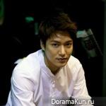 Ли Мин Хо добавил фото в Facebook и Twitter