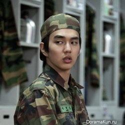 Ю Сын Хо наслаждается первым отпуском за 6 месяцев воинской службы