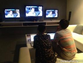 Аарон и Тиа смотрят премьеру драмы
