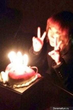 2NE1 отмечают день рождения Минзи