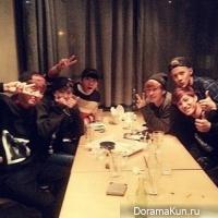 Super Junior и EXO обедают вместе