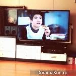 Хичоль и Рёук из Super Junior фанбои Хёншика во время просмотра 'Наследники'