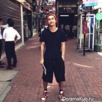 Шивон из Super Junior катается на метро в Гонконге