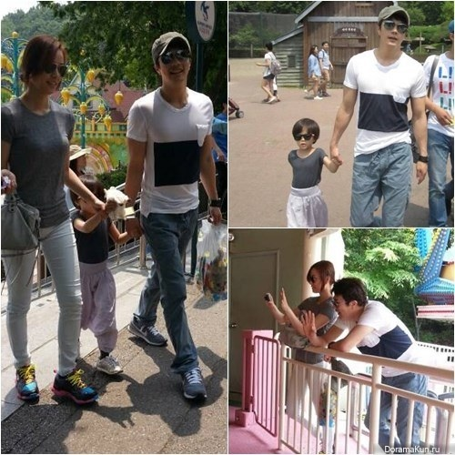 Квон Сан У с семьей