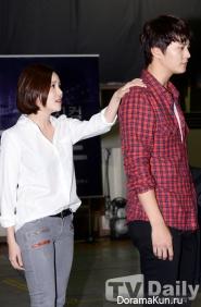 Ivy и Чжу Вон на репетиции мюзикла Призрак