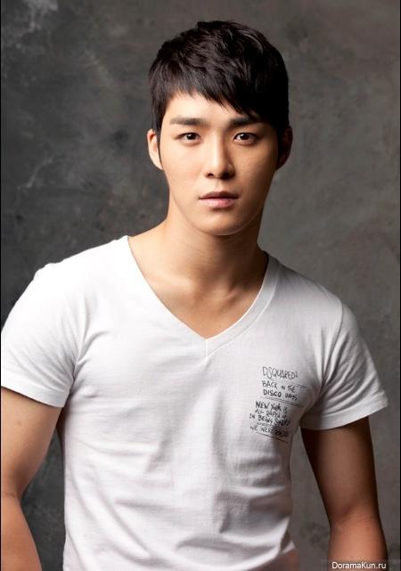 http://doramakun.ru/thumbs/users/23712/Aktery/Seo-Ha-Joon/Seo-Ha-Joon_1-450.jpg