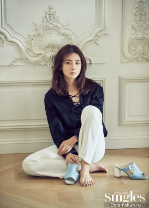 Lee Bo Young для Singles July 2017