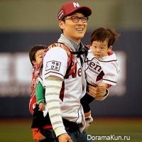 Lee Hwi Jae and twins