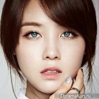 Азиатка с зелеными глазами