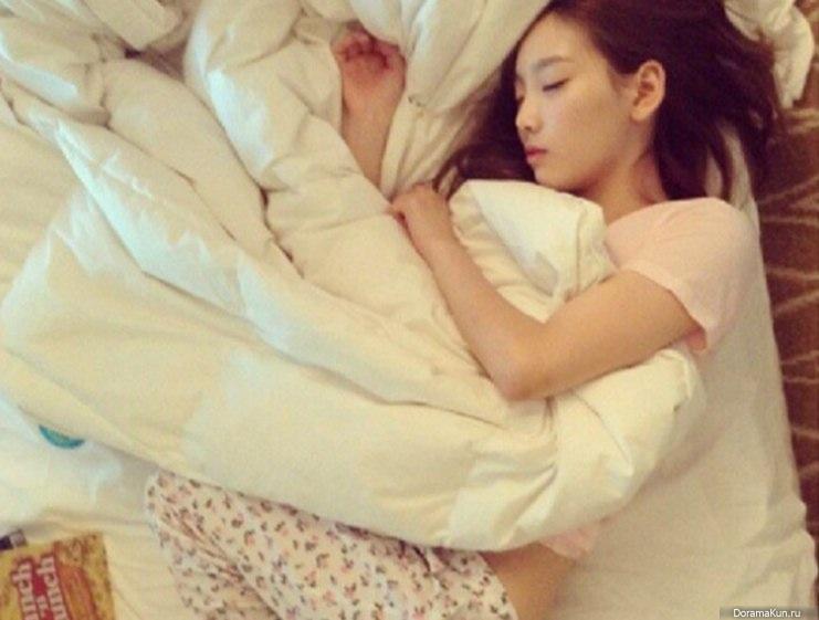 Девчонки спят их натягивают фото 736-549