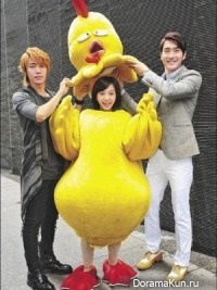 Айви Чень нарядили цыпленком