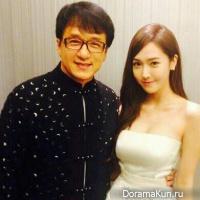 Джессика из Girls' Generation позирует с Джеки Чаном
