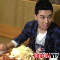 СынРи из Big Bang показал гигантскую тарелку с едой