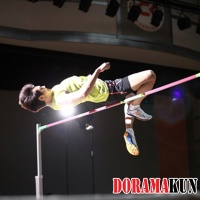 Минхо из SHINee превратился в прыгуна в высоту для драмы Для тебя во всем цвету