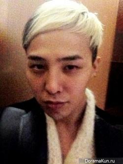 G-Dragon показал фотографию с темными кругами под глазами