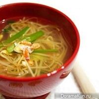 Традиционный корейский суп из курицы (дальгтхань)