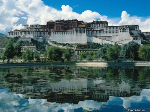 Дворец Потала в Тибете.