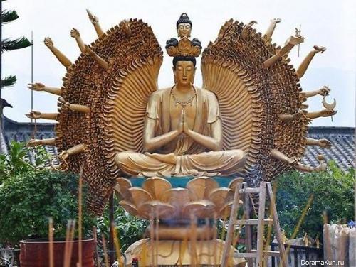 Храм 10 тысяч Будд.