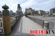 Еще один вид на мост. Обратите внимание на маковку (гибоси) на столбе слева. Такими маковками украшены многие мосты, храмы и кумирни. Но на этом мосту она появилась одной из первых в Японии
