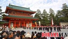 Завершается парад фестиваля Дзидай Мацури в Хэйан Дзингу.