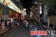 Ночью на улице Киямати действительно много народу. Многие приезжают на велосипедах, что очень даже удобно. Можно выпить стаканчик пива и не надо бояться, что закроется метро, можно посидеть подольше.