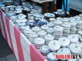 А вот такая посуда продается в местных магазинах.