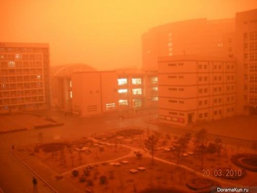Китай. Пыльная буря в Пекине