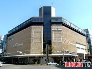 Универмаг Маруй был открыт совсем недавно. До августа 2010 года в этом здании располагался другой универмаг - Ханкю.