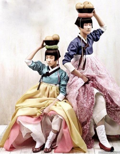 http://doramakun.ru/thumbs/users/9512/News/Korae/women_s-hanbok-03-500.jpg