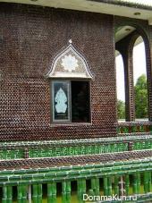 Таиланд. Буддистский храм из пивных бутылок