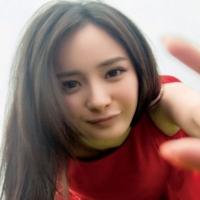 Ян Ми выпустила новый видеоклип на песню Public Secret