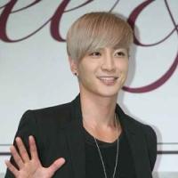 ЛиТык из Super Junior с пониманием относится к sasaeng