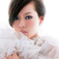 Джейн Чжан исполнила 6 песен в 4 нарядах в течении 10 минут!