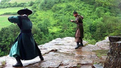 Ким ЧжэЧжун и Чин И Хан вымотаны после эпической битвы на мечах