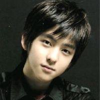 Ким КиБом из Super Junior показал свои идеальные пропорции тела