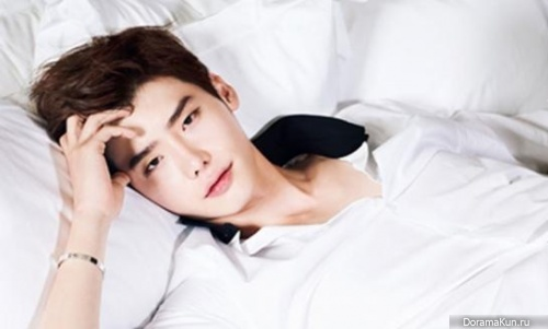 http://doramakun.ru/thumbs/users/29834/news/6/Lee-Jong-Suk-500.jpg