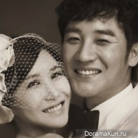 Uhm Tae Woong with his wife